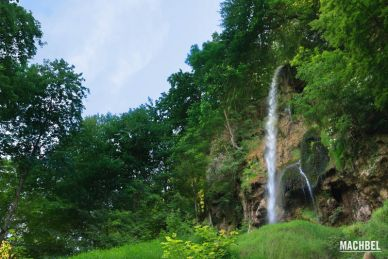 Cascada de Bad Urach en Sigmaringen, Alemania