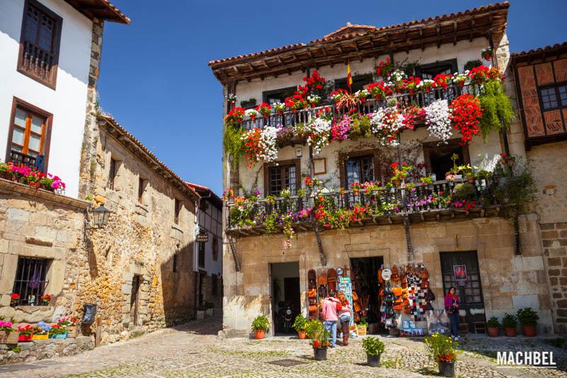 Visita al pueblo de Santillana del Mar, Cantabria, España