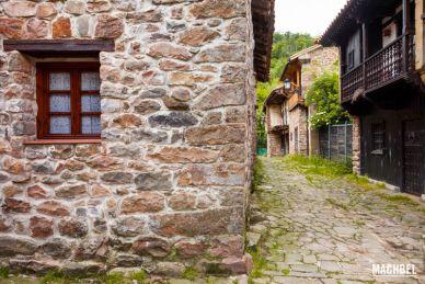 Visita al pueblo de Bárcena Mayor, Cantabria, España
