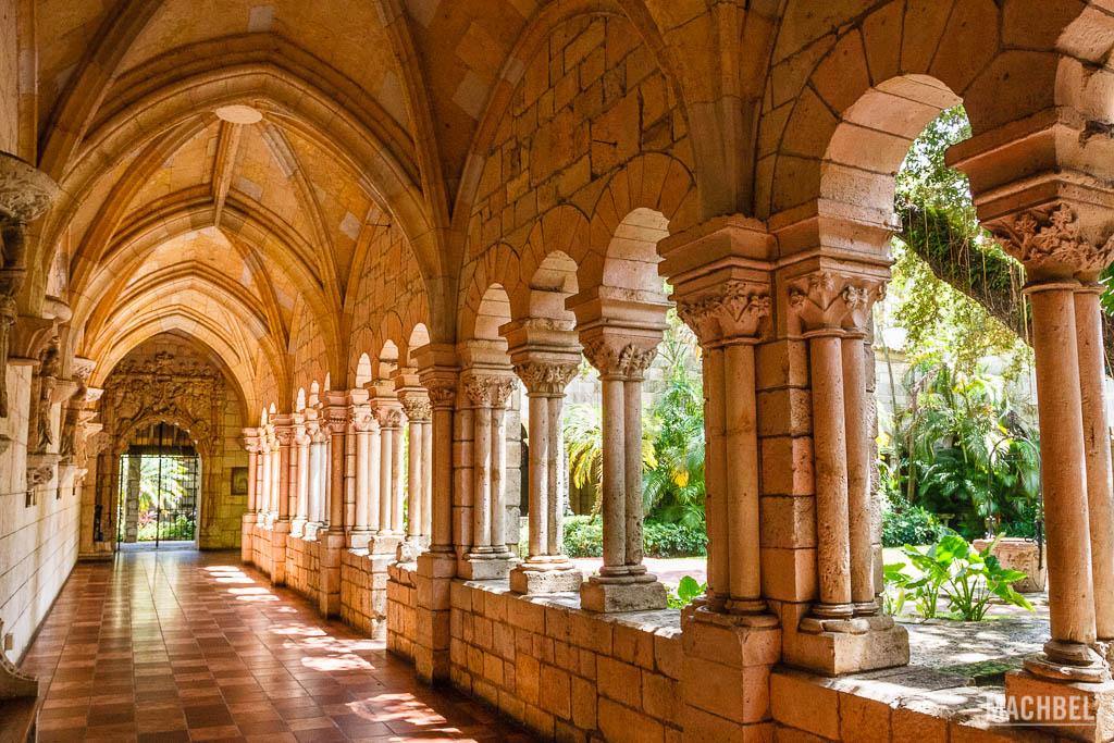 Claustro del monasterio español
