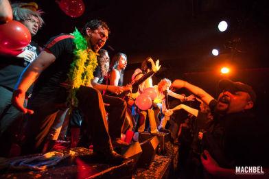 Antikaraoke en Barcelona, show amateur con música en vivo. Cataluña, España