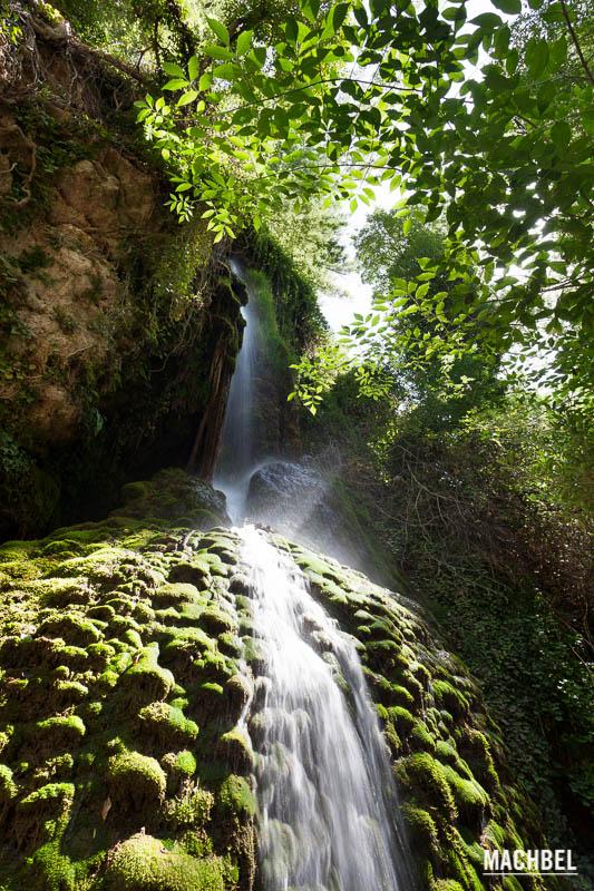 Monasterio de piedra el para so de las cascadas machbel for Piedras para cascadas