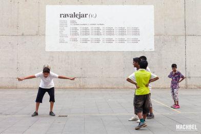 Recorrido por las ramblas y el raval de Barcelona. Cataluña, España