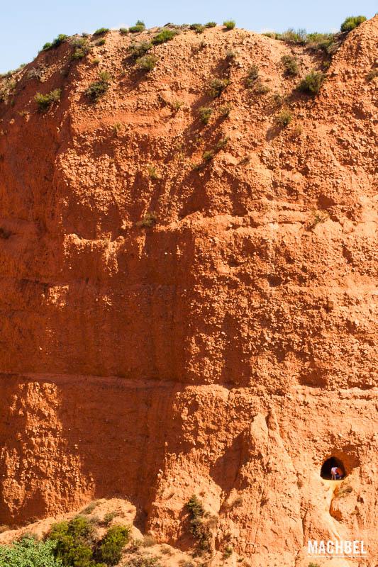 Mineria industrial Cueva-en-la-monta%C3%B1a-Las-M%C3%A9dulas-mina-romana-Patrimonio-de-la-Humanidad-en-Ponferrada-Castilla-y-Le%C3%B3n-Espa%C3%B1a