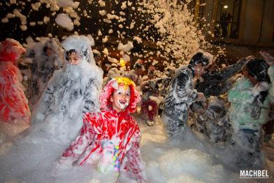 Carnaval en Avilés, fiesta de la espuma en el Descenso de Galiana, Asturias