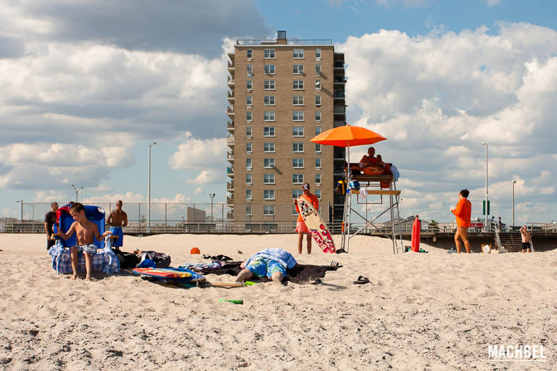 Vigilantes de la playa  Playas de New York, Coney Island y Rockaway Beach