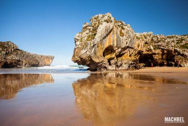Playa de Cuevas de Mar, Asturias