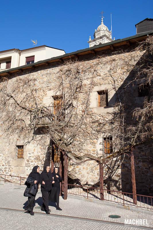 Recorrido por la ciudad medieval de Ponferrada, Castilla y León, España