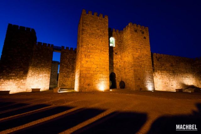 Castillo en sombras Castillo de Trujillo durante la hora azul. Truijillo Extremadura 640x426 7 pueblos de Extremadura que tienes que visitar (parte I)