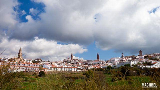 Las 5 torres Panorámica con las 5 torres de Jerez de los Caballeros Extremadura 640x360 7 pueblos de Extremadura que tienes que visitar (parte I)