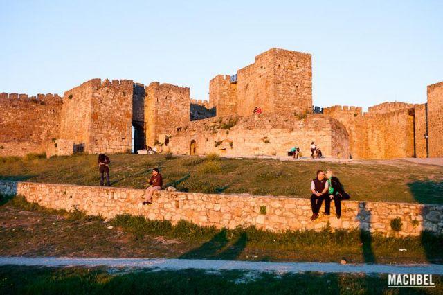 Parejas al atardecer Varias parejes observan el atardecer desde el Castillo de Truijillo Trujillo Extremadura 640x426 7 pueblos de Extremadura que tienes que visitar (parte I)