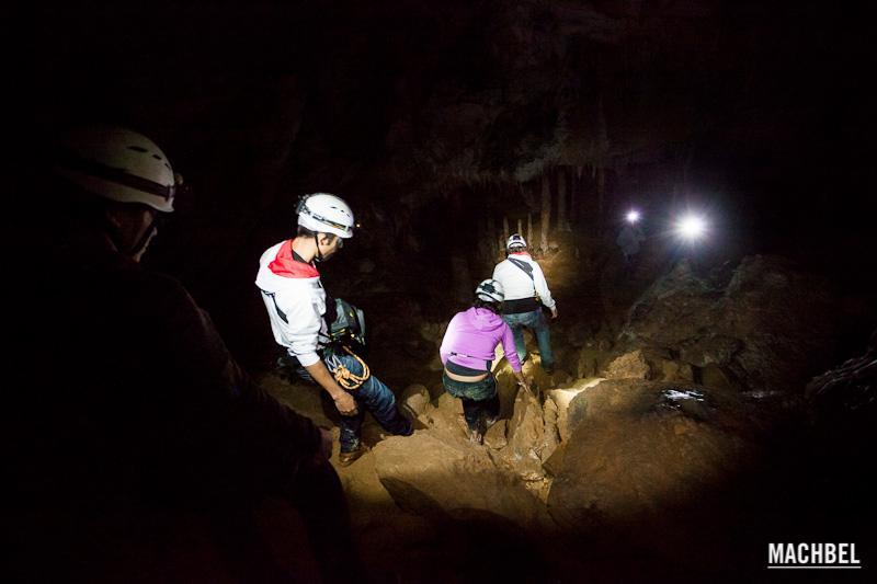 Espeleopaseo en Cueva Coventosa, Cantabria, España. Espeleología