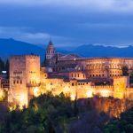 Visita a la Alhambra de Granada, cerca de Sierra Nevada. Andalucía, España.