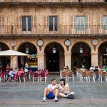 Pareja comiendo helados en Salamanca