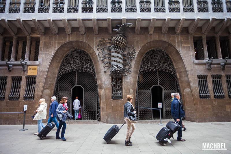 Guarda Muebles Barcelona : Obras de gaudí a visitar en barcelona machbel