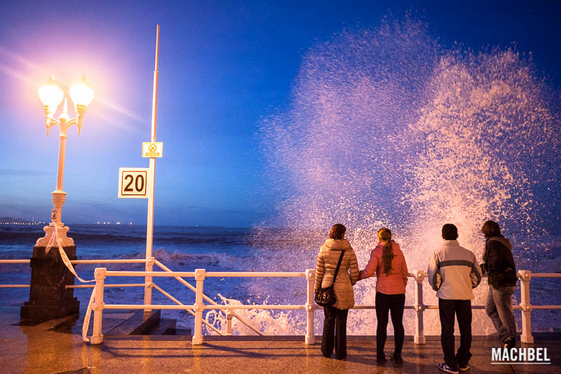 Temporal de mar en Gijón, Asturias, España- by machbel