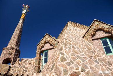 Visita a la torre Bellesguard o Casa Figueres, Gaudí en Barcelona, Cataluña, España - by machbel