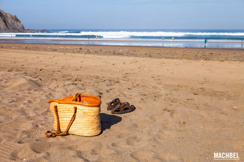 Bolsa de playa en la Playa de Bakio by machbel