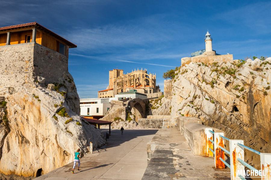 Iglesia y Castillo desde el puerto