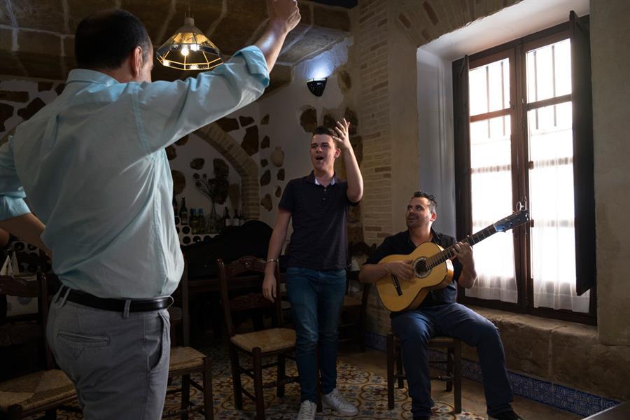 El flamenco es una religión en Utrera y como mejor se puede apreciar es de cerca, en locales pequeños