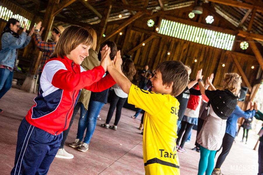 Bailando danzas tradicionales