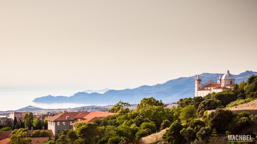 Tresnuraghes y costa de Cerdeña