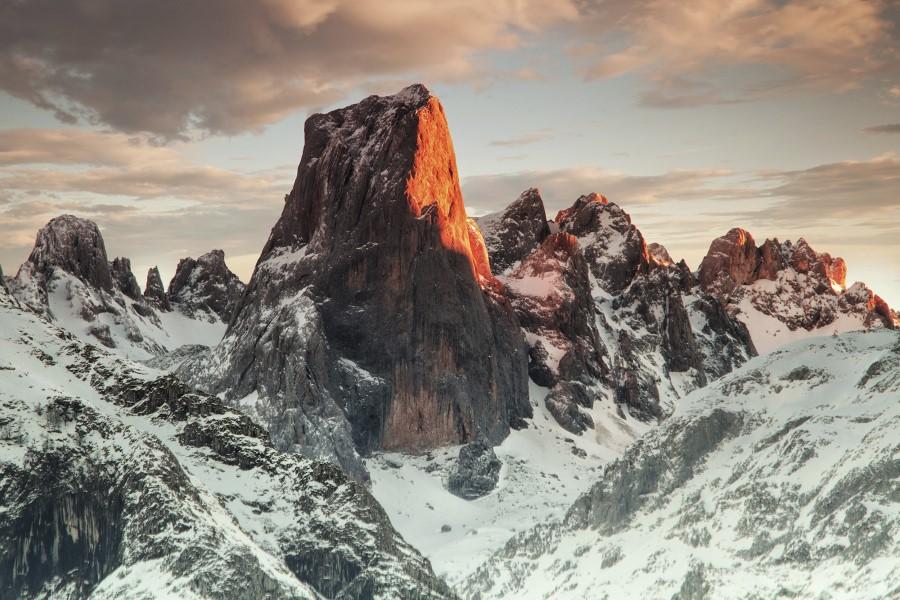 Naranjo de Bulnes en los Picos de Europa. Por Lujo Semeyes