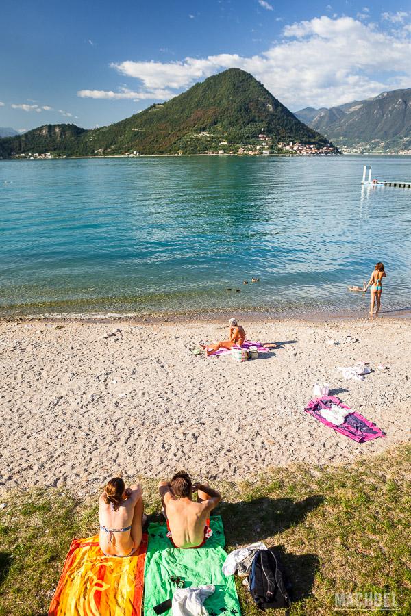Playa a orillas del Lago Iseo