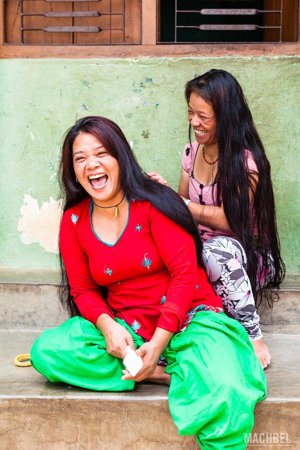 Nepalís riéndose