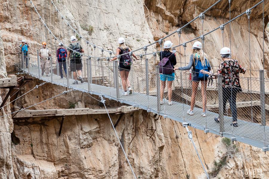 Cruzando el puente del Chorro
