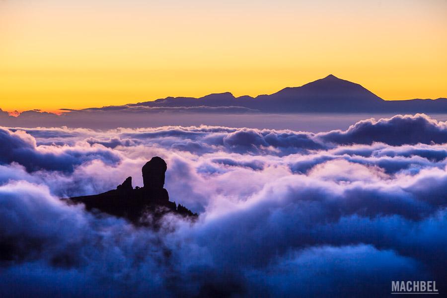 Vista del Roque Nublo y Teide desde Gran Canaria