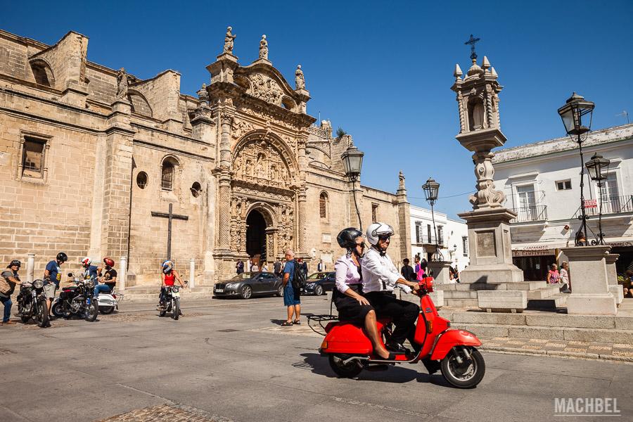 Plaza de España y Basilica Nuestra Señora De Los Milagros