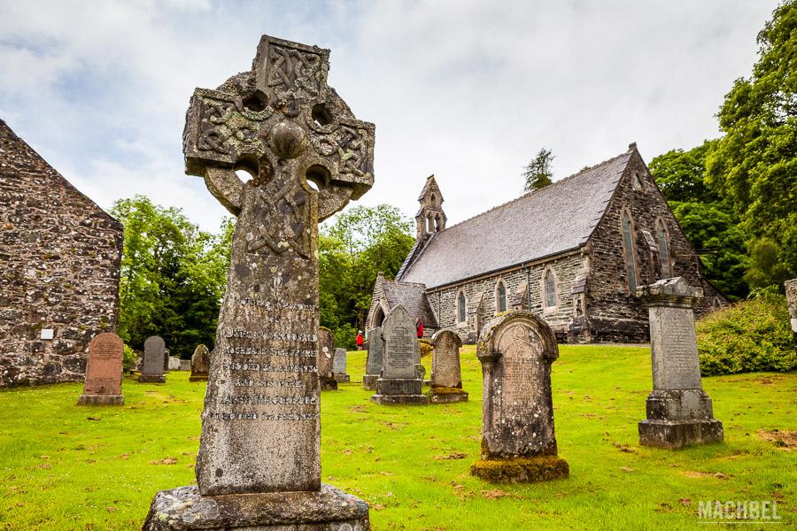 Cementerio e iglesia de Balquhidder en Loch Lomond