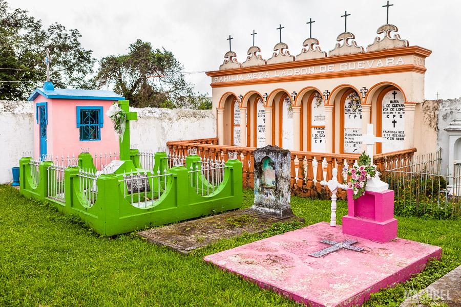 Colorido cementerio general de Naolinco