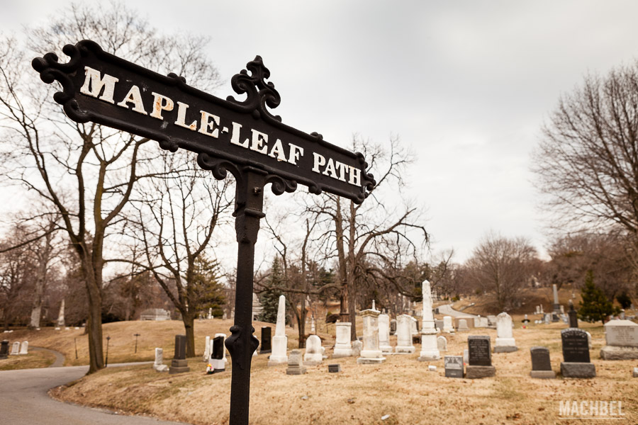 Maple Leaf path en el cementerio de Green-wood
