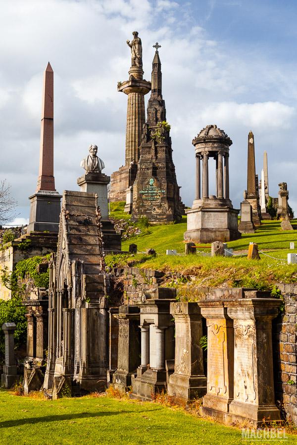 Monumentos y tumbas de la necrópolis