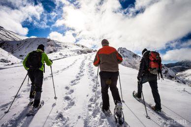 Disfrutando de la nieve de la montaña