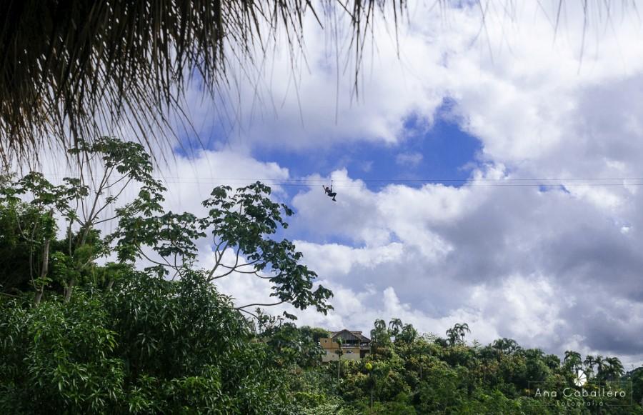 Tirolina sobre la selva