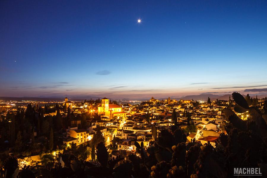 Barrio del Albaicín y del Sacromonte de noche
