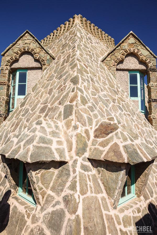 Cara de dragón en el techo de Torre Bellesguard