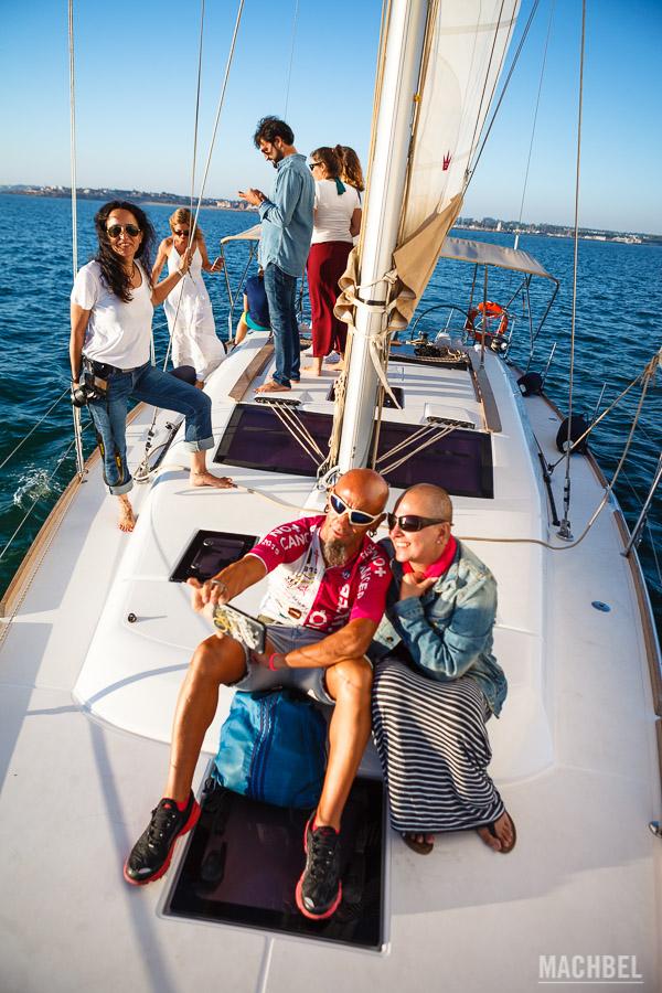 Compartiendo la experiencia de navegar en barco por Cádiz