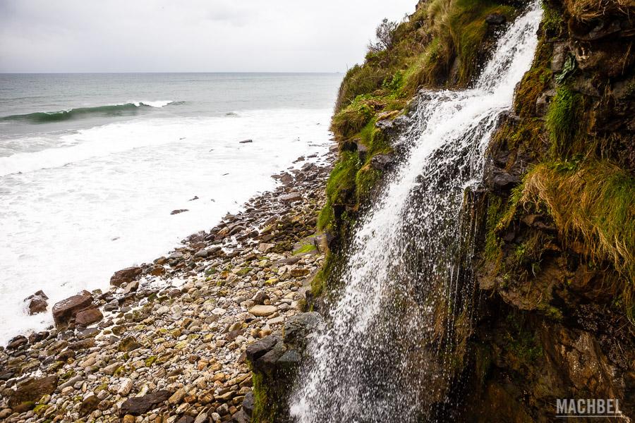 Cascada al mar Cantábrico
