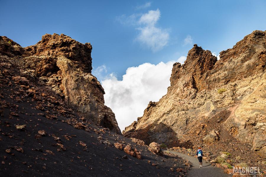 Caminando al volcán del Cuervo