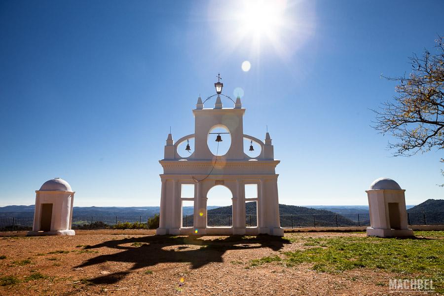 Monumento en la Peña de Arias Montano