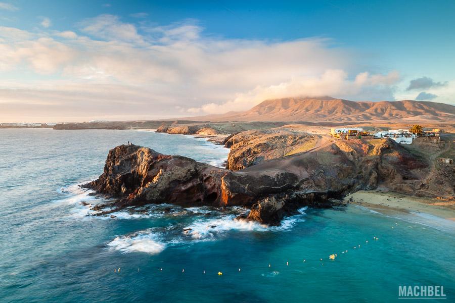 Playa y costa de Papagayo al atardecer