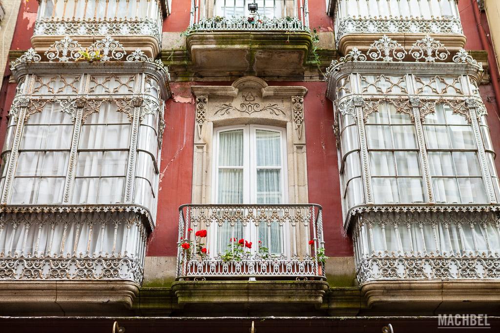 Balcón acristalado de la ilustración