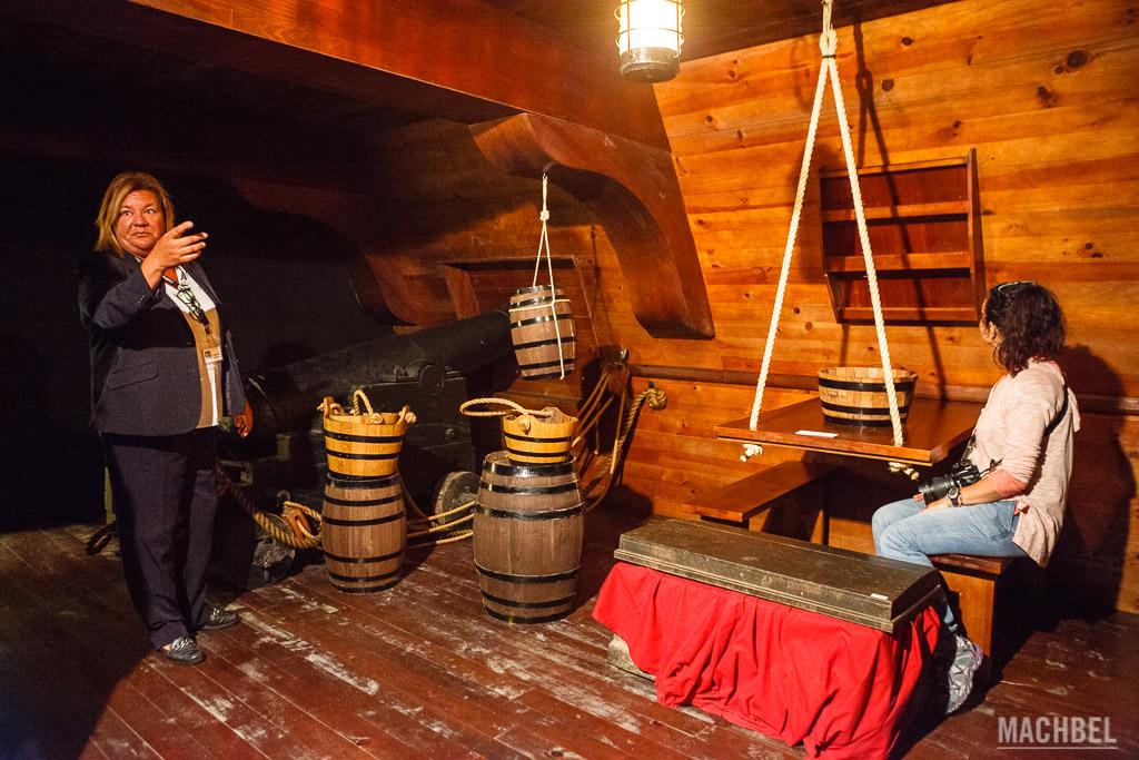 Interior de un galeón en Exponav