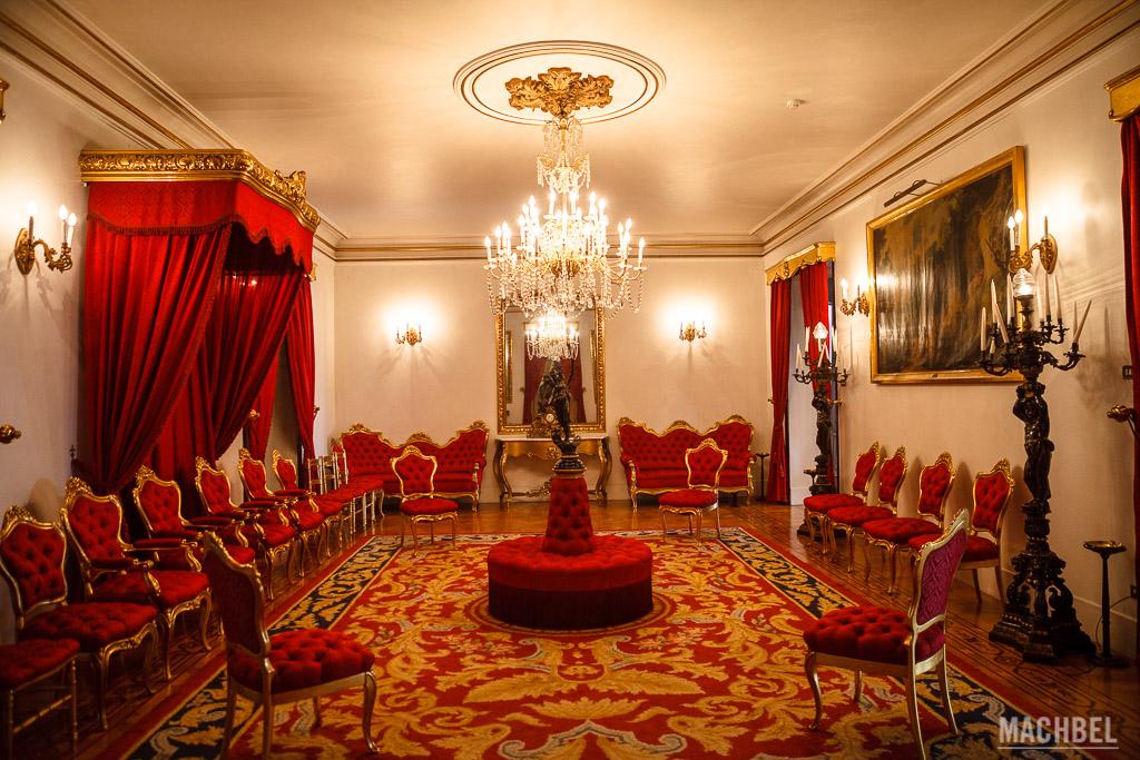 Salón rojo del Palacio de Capitanía
