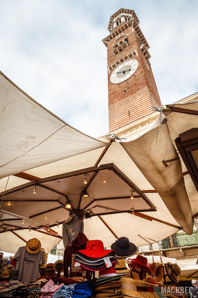 Torre dei Lamberti desde Piazza Delle Erbe