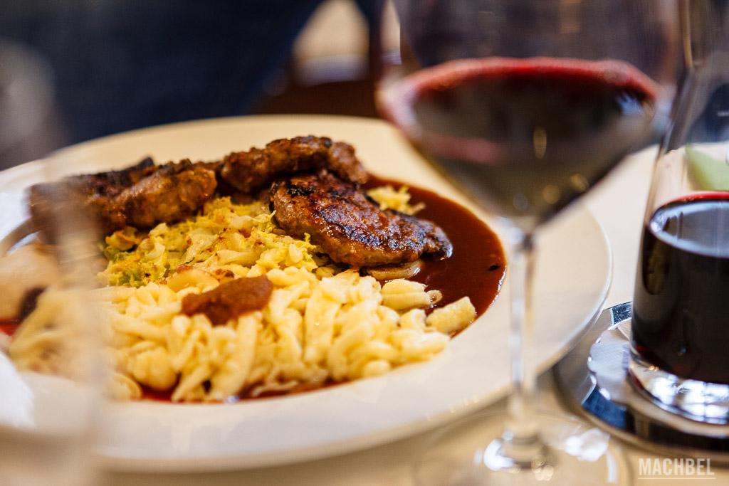 Comida alemana regada con buen vino